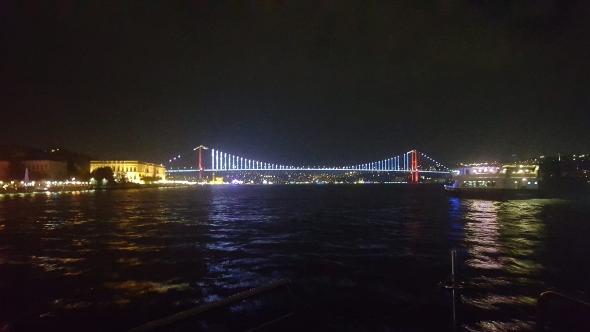 İstanbul Dinner Cruise With Alcohol